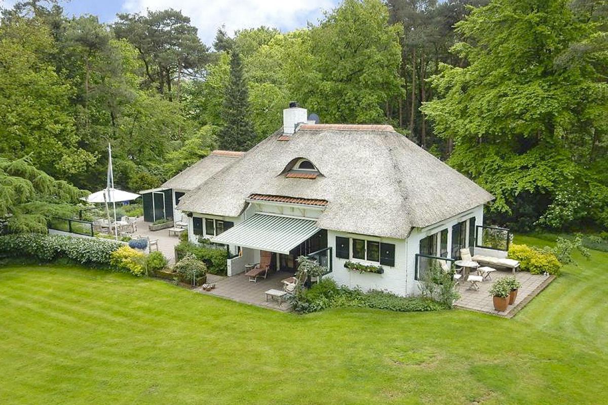 Semi Bungalow Bouwen : Te koop: semi bungalow met privébos in barchem elsevier weekblad