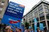 Opkomst van AfD splijt Duitsland: 'Gebruik wapens tegen migranten'