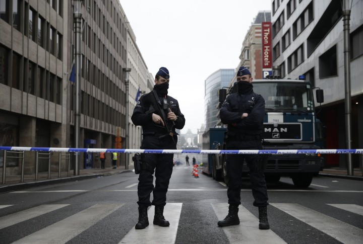 2016-03-23 08:22:59 Belgian police officers stand guard near Maelbeek - Maalbeek subway station in Brussels on March 23, 2016, a day after triple bomb attacks in the Belgian capital killed about 35 people and left more than 200 people wounded. A series of explosions claimed by the Islamic State group ripped through Brussels airport and a metro train on March 22, killing around 35 people in the latest attacks to bring bloody carnage to the heart of Europe. AFP PHOTO / KENZO TRIBOUILLARD