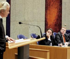 2016-03-29 16:17:28 DEN HAAG - Geert Wilders (PVV) en de ministers Koenders, van der Steur en minister-president Mark Rutte in vak K tijdens het debat over de aanslagen in Brussel. ANP MARTIJN BEEKMAN