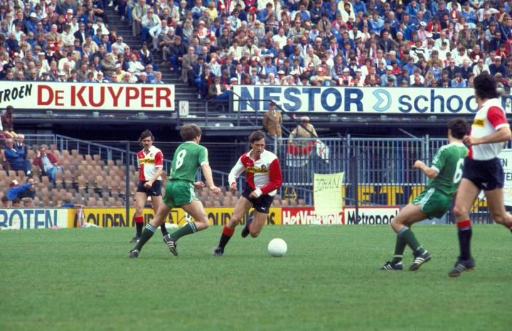 1984-05-13 12:00:00 NLD-840513-ROTTERDAM: De laatste wedstrijd van Johan Cruijff. Feyenoord won van PEC Zwolle met 2-1. ANPFOTO COR MULDER