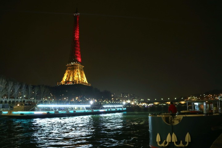 2016-03-24 20:21:10 A picture taken on March 24, 2016 shows the Eiffel Tower in Paris illuminated in colours of the Belgian flag in tribute to the victims of terrorist attacks in Brussels, two days after a triple bomb attack, claimed by the Islamic State group, hit Brussels' airport and the Maelbeek - Maalbeek metro station, killing 31 people and wounding 300 others. / AFP PHOTO / LUDOVIC MARIN