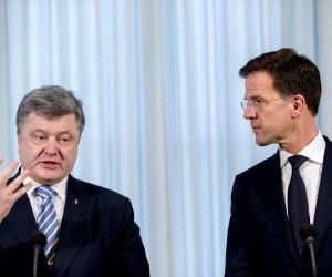 2015-11-26 16:10:57 DEN HAAG - Minister president Mark Rutte en de Oekraiense president Petro Poroshenko tijdens een persconferentie. Porosjenko brengt een tweedaags bezoek aan Nederland. Het is de eerste keer sinds zijn aantreden in 2014 hij Nederland bezoekt. ANP JERRY LAMPEN
