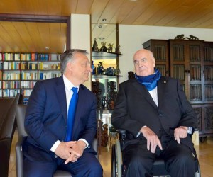 2016-04-19 00:00:00 epa05267037 A handout photograph made available by Daniel Biskup showing Hungary's Prime Minister Viktor Orban (L) as he meets former German Chancellor Helmut Kohl during a visit to the Kohls residence in Oggersheim, Germany, 19April 2016. EPA/DANIELBISKUP / HANDOUT HANDOUT EDITORIAL USE ONLY/NO SALES