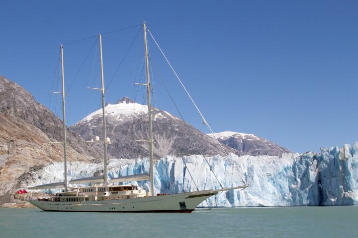 90-meter lange zeiljacht Athena, gebouwd door Royal Huisman waar Heinen & Hopman haar installaties aan heeft geleverd