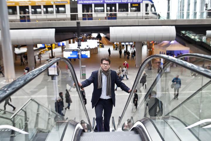 DEN HAAG- Edwin Bakker op het Centraal Station van Den Haag