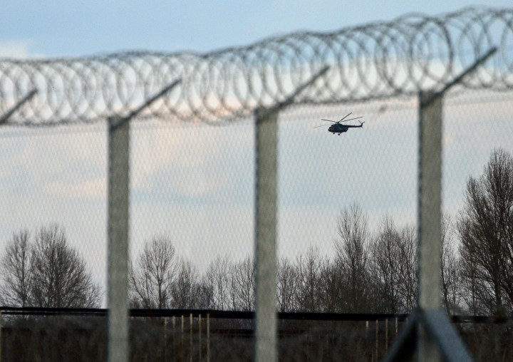 2016-02-24 16:51:00 Hungarian soldiers control with their Russian-made Mi-8 helicopter the metal fence-saved border line at Asotthalom border station of the Hungarian-Serbian border on February 24, 2016. Hungary reported a sharp rise in the numbers of migrants breaching its southern borders in February, the first significant surge since the frontiers were sealed last year. / AFP / Csaba SEGESVARI