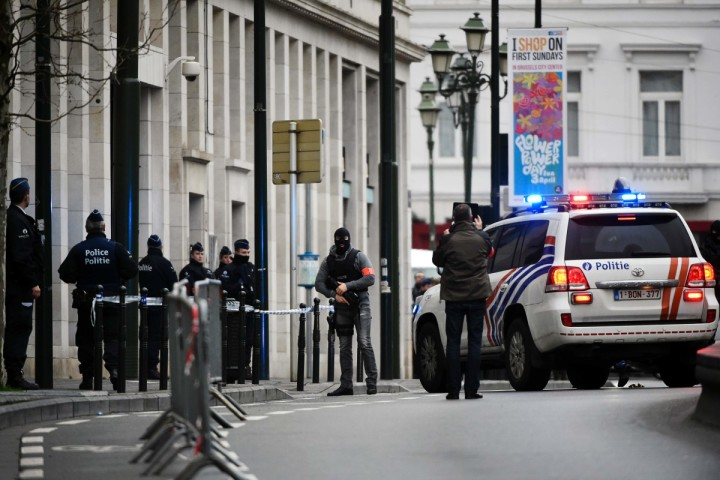 "2016-03-31 08:18:32 Police block the street outside the council chamber in Brussels, where two terrorism cases will behind closed doors, on March 31, 2016. Paris attacks suspect Salah Abdeslam wants to cooperate with French authorities, his lawyer said on March 31, 2016, confirming that his client wanted to be extradited from Belgium to France. ""He wants to cooperate with the French authorities,"" lawyer Cedric Moisse said, as a prosecutor was set to travel to the prison in the city of Bruges where Abdeslam has been held since March 18 for an extradition hearing. Abdeslam has not spoken to investigators since Brussels was hit by suicide bombs at the airport and a metro station last week. He has links to several of those involved in the attacks on the Belgian capital. / AFP PHOTO / JOHN THYS"