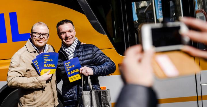 2016-03-26 10:48:51 HILVERSUM - GeenPeil-voorman Jan Roos tijdens de aftrap van de landelijke bustour van GeenPeil in aanloop naar het referendum over het associatieverdrag met Oekraine. ANP REMKO DE WAAL