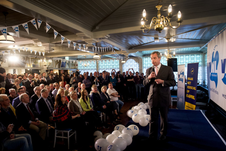 2016-04-04 18:34:37 VOLENDAM - Nigel Farage van de Britse UKIP tijdens het GeenPeil evenement in Hotel Spaander. De politicus is in Nederland om het nee-kamp van GeenPeil te ondersteunen. ANP KOEN VAN WEEL