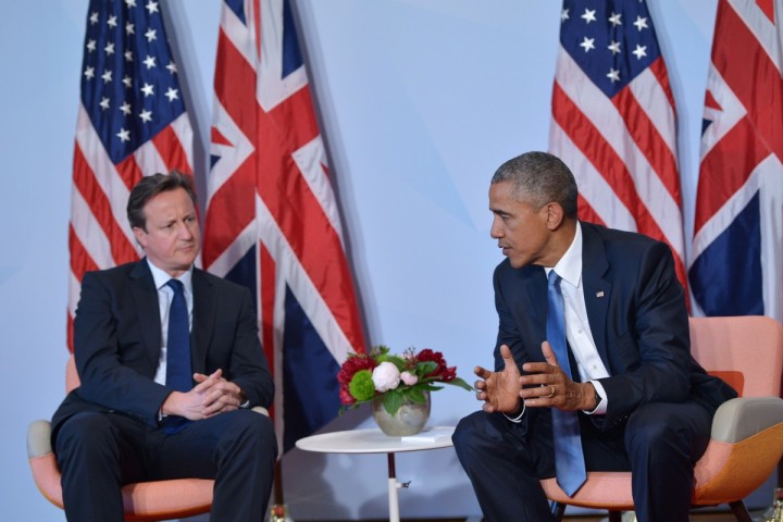 2015-06-07 16:37:06 US President Barack Obama (R) and Britain's Prime Minister David Cameron talk during a bilateral meeting on the sidelines of the G7 Summit at the Schloss Elmau castle resort near Garmisch-Partenkirchen, in southern Germany on June 7, 2015. AFP PHOTO / MANDEL NGAN