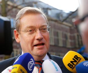 2016-04-01 08:50:34 DEN HAAG - Minister Ard van der Steur van Veiligheid en Justitie arriveert op het Binnenhof voor de wekelijkse ministerraad. ANP BAS CZERWINSKI