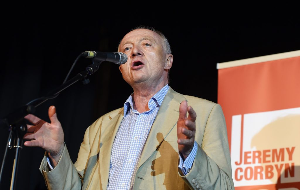 2015-08-03 20:33:03 epa04871075 Former London Mayor Ken Livingstone backs Jeremy Corbyn during a rally in London, Britain, 03 August 2015. Corbyn is leading the race to be the next Labour leader. EPA/ANDY RAIN