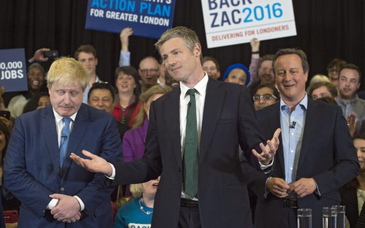 2016-05-03 17:32:19 epa05288727 London Mayor Boris Johnson (L) and British Prime Minister David Cameron (R) join Conservatives' mayoral candidate Zac Goldsmith (C) during a campaign rally in Richmond, London, Britain, 03 May 2016. Mayoral elections in London are to be held on 05 May 2016. EPA/WILL OLIVER