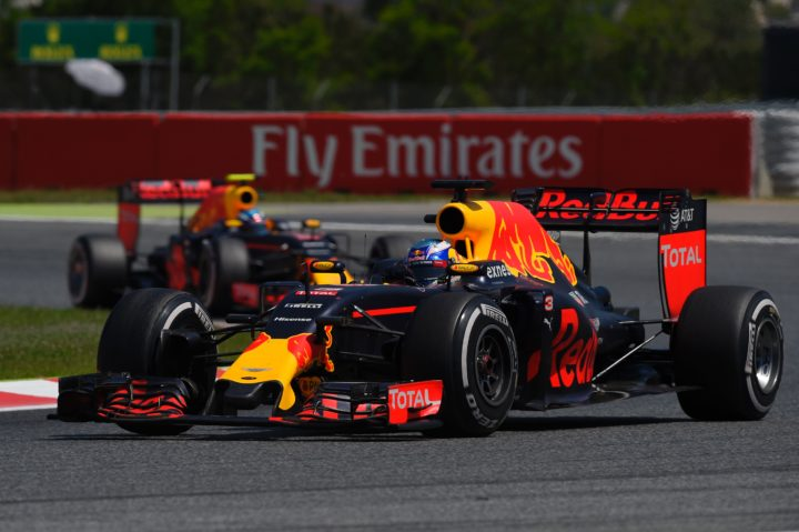 2016-05-15 12:43:53 Infiniti Red Bull Racing's Australian driver Daniel Ricciardo (R) drives followed by Infiniti Red Bull racing's Belgian-Dutch driver Max Verstappen at the Circuit de Catalunya on May 15, 2016 in Montmelo on the outskirts of Barcelona during the Spanish Formula One Grand Prix. / AFP PHOTO / LLUIS GENE