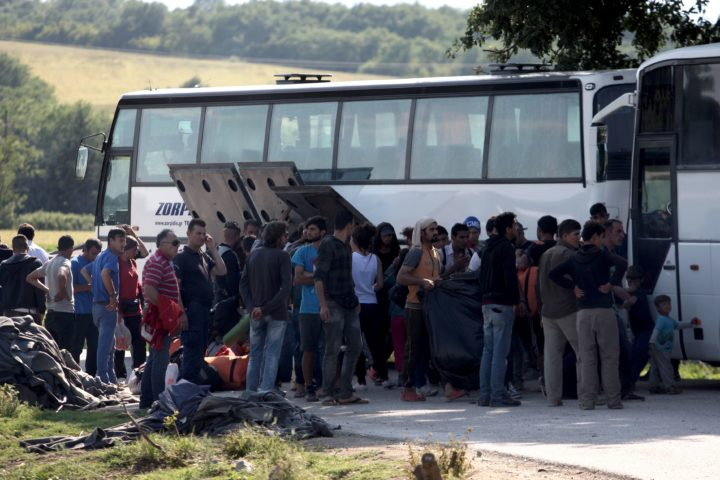 2016-05-23 17:08:39 People board in a bus in order to leave the refugee and migrant makeshift camp on the Greek-Macedonia border near the village of Idomeni on May, 23 2016. Greece said on May 23 it will step up efforts to clear the squalid camp of Idomeni where over 8,400 migrants remain on the border with Macedonia after braving a winter in vain hope of being allowed through to Europe. / AFP PHOTO / SAKIS MITROLIDIS