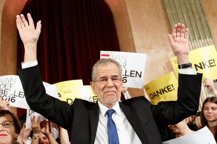 2016-05-22 21:56:39 epa05324046 Presidential candidate Alexander Van der Bellen (C), supported by the Green Party, waves to supporters as he celebrates at the Palais Auersperg after the Austrian presidential elections run off in Vienna, Austria, 22 May 2016. EPA/FLORIAN WIESER
