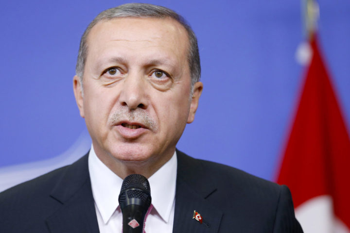 (151005) -- BRUSSELS, Oct. 5, 2015 (Xinhua) -- Turkey's President Recep Tayyip Erdogan addresses a brief statement prior to a meeting with European Commission President Jean-Claude Juncker (not seen) at the European Commission headquarters in Brussels, Belgium, Oct. 5, 2015. (Xinhua/Ye Pingfan) Xinhua News Agency / eyevine Contact eyevine for more information about using this image: T: +44 (0) 20 8709 8709 E: info@eyevine.com http://www.eyevine.com