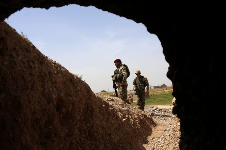 2016-04-09 00:00:00 Iraqi soldiers hold a position on the frontline on April 9, 2016 in the town of Kharbardan, located 10 kilometres (6 miles) south of Qayyarah, during military operations to recapture the northern Nineveh province from Islamic State group's jihadists. Iraqi army troops and allied paramilitary fighters on March 24 launched a major offensive aimed at retaking the northern Nineveh province, the capital of which, Mosul, is the main hub of IS in Iraq. Qayyarah is about 60 kilometres (35 miles) south of Mosul. / AFP PHOTO / SAFIN HAMED