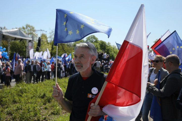 2016-05-07 00:00:00 epa05293021 People gather take part in the 'We are and will remain in Europe' opposition march in defence of democracy organised by Polish Committee for the Defence of Democracy (KOD) and Polish opposition parties Civic Platform (PO), Nowoczesna and Polish People's Party (PSL) in Warsaw, Poland, 07 May 2016. The march is an expression of support for Poland's presence in the European Union. EPA/PAWEL SUPERNAK POLAND OUT
