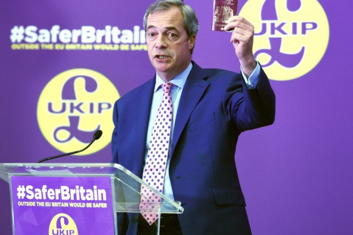 2016-04-29 11:06:35 epa05282497 UKIP Leader Nigel Farage holds up a British passport as he delivers a keynote speech in London, Britain, 29 April 2016. UKIP's Nigel Farage made a speech on the date one year after he made the warning in a speech in the European Parliament that the EU asylum plan could let in extremists. EPA/FACUNDO ARRIZABALAGA