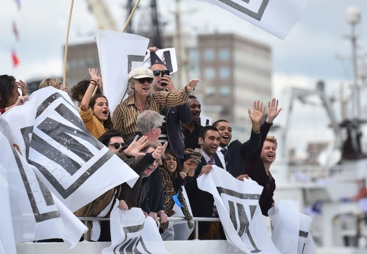 2016-06-15 10:40:04 A boat carrying supporters for the Remain in the EU campaign including Sir Bob Geldoff (C) shout and wave at Brexit fishing boats as they sail up the river Thames in central London on June 15, 2016. A Brexit flotilla of fishing boats sailed up the River Thames into London today with foghorns sounding, in a protest against EU fishing quotas by the campaign for Britain to leave the European Union. / AFP PHOTO / BEN STANSALL