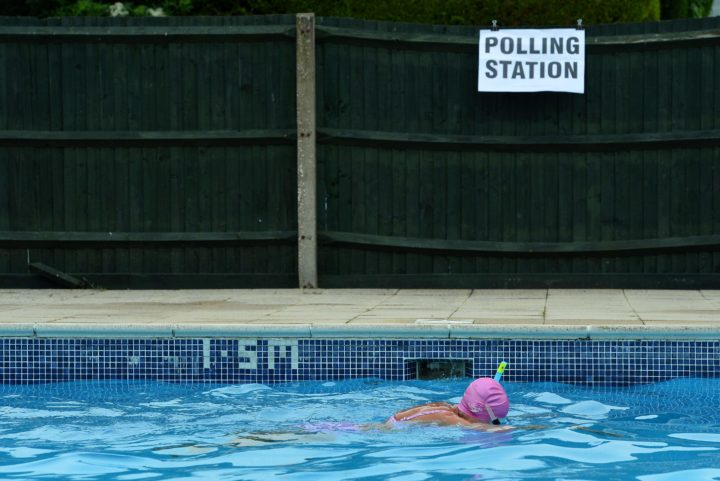 2016-06-23 12:20:28 Voter Mrs Anne Whitman swims at Arundel Lido, set up as a polling station, in Arundel, southern England, on June 23, 2016, as Britain holds a referendum on whether to stay or leave the European Union (EU). Millions of Britons began voting Thursday in a bitterly-fought, knife-edge referendum that could tear up the island nation's EU membership and spark the greatest emergency of the bloc's 60-year history. / AFP PHOTO / GLYN KIRK