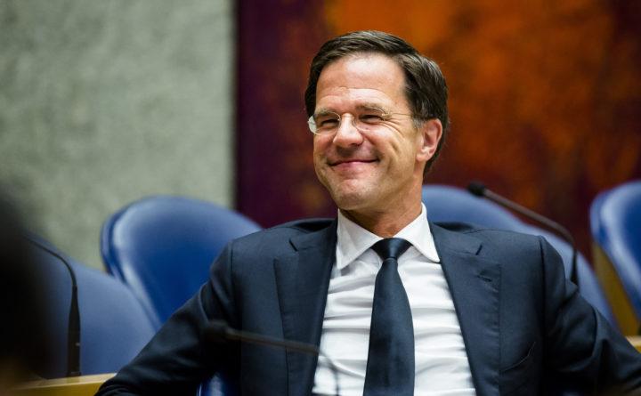 2016-06-27 18:39:22 DEN HAAG - Premier Mark Rutte arriveert in de Tweede Kamer voor een overleg in de plenaire zaal van de Tweede Kamer over het onverwachte besluit van de Britten om te kiezen voor een brexit. ANP BART MAAT