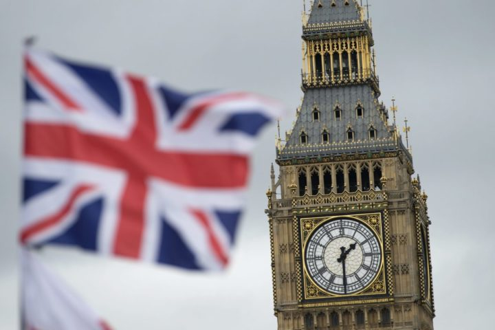 2016-06-22 11:53:25 epa05383395 A British Union flag, commonly known as a Union Jack, flies in in front of the landmark Big Ben, in London, Britain, 22 June 2016. Britons will vote on whether to remain in or leave the EU in a referendum on 23 June 2016. EPA/HANNAH MCKAY