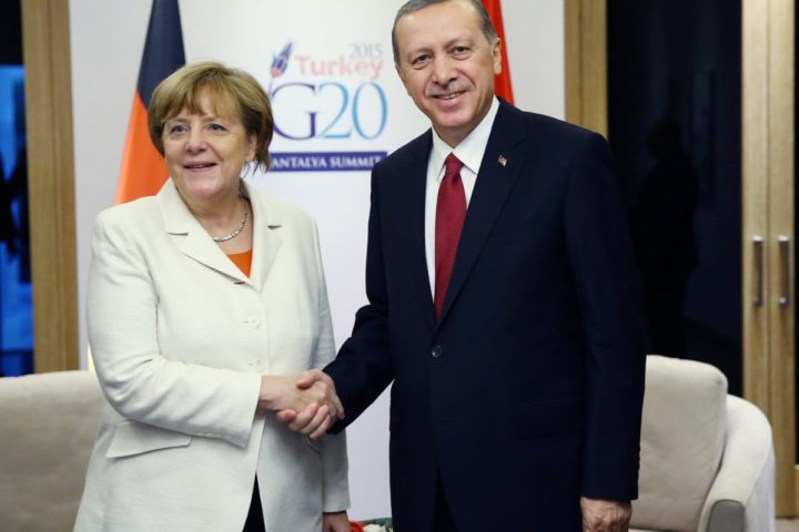 2015-11-16 16:23:21 epa05028490 German Chancellor Angela Merkel (L) and Turkish President Recep Tayyip Erdogan shake hands during their bilateral meeting at the G20 Summit in Antalya, Turkey, 16 November 2015. In addition to discussions on the global economy, the G20 grouping of leading nations is set to focus on Syria during its summit this weekend, including the refugee crisis and the threat of terrorism. EPA/KAYHAN OZER/POOL
