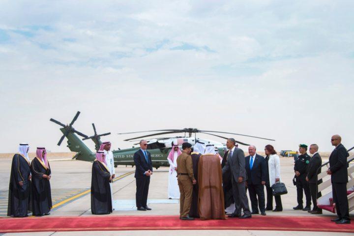 2016-04-20 00:00:00 US President Barack Obama (C-R) shakes hands with Prince Faisal bin Bandar bin Abdelaziz al-Saud, Governor of Riyadh, as he arrives at King Khalid International Airport in Riyadh, on April 20, 2016. / AFP PHOTO / Jim Watson