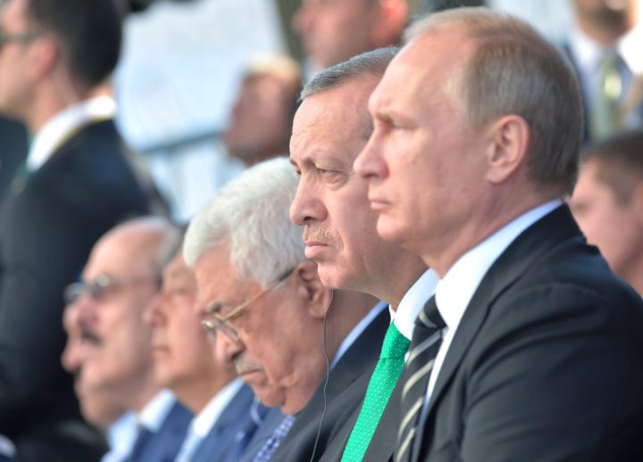 epa04944706 Russian President Vladimir Putin (R), Turkish President Recep Tayyip Erdogan (2-R), and Palestinian President Mahmoud Abbas (3-R) attend the ceremonial opening of the Moscow Sobornaya Mosque in Moscow, Russia, 23 September 2015. The Mosque will be officially opened 23 September after it was demolished four years ago and rebuilt to now hold an estimated 10'000 worshippers. EPA/ALEXEI DRUGINYN / RIA NOVOSTI / KREMLIN POOL MANDATORY CREDIT