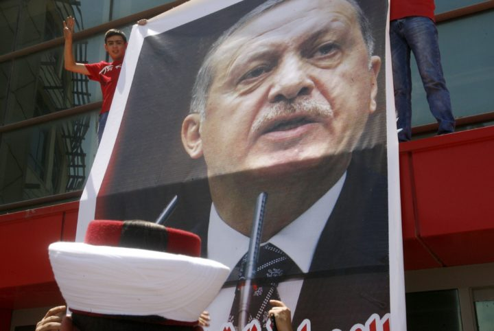 2016-07-16 11:38:01 Lebanese supporters and members of the Islamic group Jamaa Islamiya deploy a giant portrait of Turkish President Recep Tayyip Erdogan during a demonstration to support him following a deadly but foiled coup attempt by an army faction on July 16, 2016 outside the Islamic Turkish hospital in the southern Lebanese port city of Sidon. / AFP PHOTO / MAHMOUD ZAYYAT