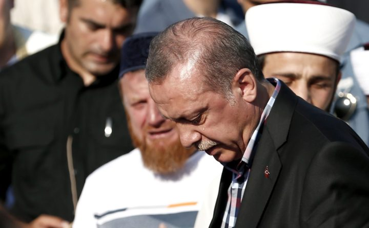 2016-07-17 17:57:29 epa05429406 Turkish President Recep Tayyip Erdogan cries near by coffins of Erol Olcok and his son Abdullah Tayyip Olcok, who were killed in a coup attempt on 16 July, during the funeral, in Istanbul, Turkey, 17 July 2016. Turkish Prime Minister Yildirim reportedly said that the Turkish military was involved in an attempted coup d'etat. Turkish President Recep Tayyip Erdogan has denounced the coup attempt as an 'act of treason' and insisted his government remains in charge. Some 104 coup plotters were killed, 90 people - 41 of them police and 47 are civilians - 'fell martrys', after an attempt to bring down the Turkish government, the acting army chief General Umit Dundar said in a televised appearance. EPA/SEDAT SUNA