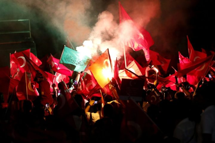 2016-07-18 21:45:34 epa05431065 Protesters hold Turkish flags during a demonstration at Taksim Square, in Istanbul, Turkey, 18 July 2016. Gulen has been accused by Turkish President Recept Tayyip Erdogan of allegedly orchestrating the 15 July failed coup attempt. Turkish Prime Minister, Binali Yildirim, announced on 18 July that of the 7,500 detainees involved in the coup attempt, there were 6,000 soldiers, 100 police officers, 755 judges and prosecutors and 650 civilians. Among the detained army officials included 103 generals, almost one third of the 356 generals in the Turkish Army. At least 290 people were killed and almost 1,500 injured amid violent clashes on July 15 as certain military factions attempted to stage a coup d'etat. EPA/SEDAT SUNA