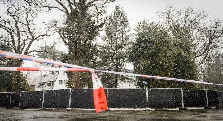 2016-03-04 15:43:49 BILTHOVEN - Politie bij de woning van zakenman Koen Everink aan de Hoflaan waar hij dood is aangetroffen. ANP REMKO DE WAAL