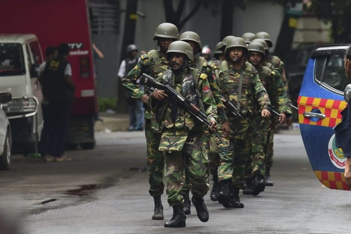 Bangladeshi army soldiers patrol a street during a rescue operation as gunmen take position in a restaurant in the Dhaka's high-security diplomatic district on July 2, 2016 where several people including foreigners are believed to be trapped. Thirteen hostages have been rescued after security forces ended a siege at a cafe in the Bangladeshi capital Dhaka, a top commander said. / AFP PHOTO / APF / STR