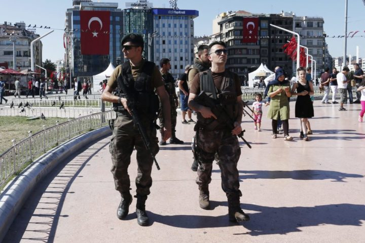2016-07-21 16:37:24 epa05435057 Members of a Turkish SWAT team on duty at Taksim Square, in Istanbul, Turkey, 21 July 2016. Turkish President Recep Tayyip Erdogan has declared a three-month state of emergency and caused the dismissal of 50,000 workers and the arrest of 8,000 people after the 15 July failed coup attempt. At least 290 people were killed and almost 1,500 injured amid violent clashes on 15 July as certain military factions attempted to stage a coup d'etat. The UN and various governments and organizations have urged Turkey to uphold the rule of law and to defend human rights. EPA/SEDAT SUNA