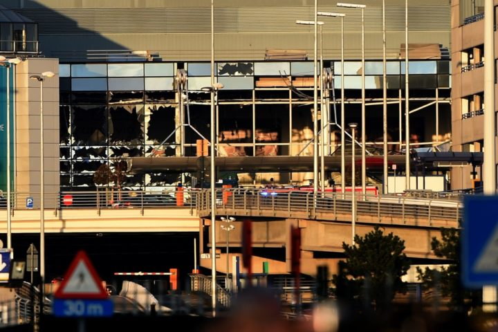 2016-03-22 17:21:55 A picture taken on March 22, 2016 shows damages on the Brussels Airport in Zaventem following twin blasts. Around 35 people were killed and more than 200 wounded in a series of attacks in Brussels today claimed by the Islamic State group and described as a strike at the very heart of Europe. / AFP PHOTO / PATRIK STOLLARZ