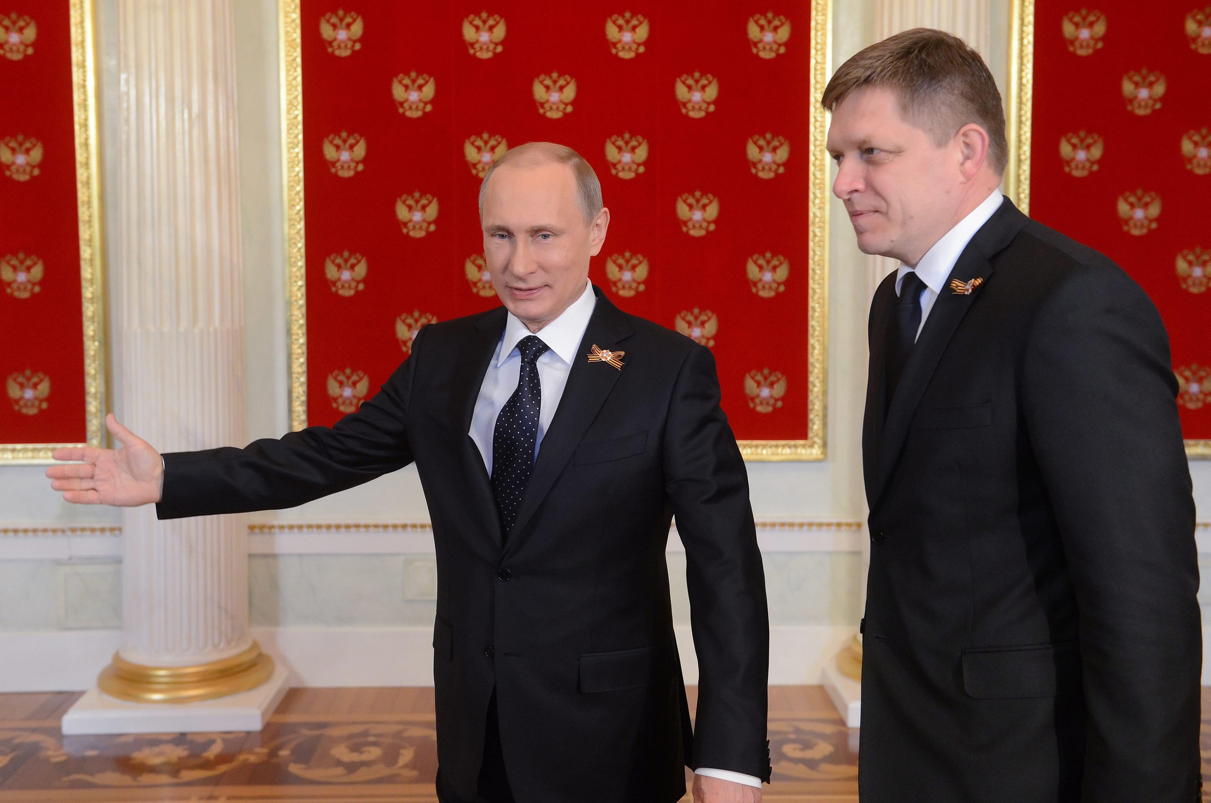 Laat Slowaakse Premier Zich Voor Poetins Karretje Spannen