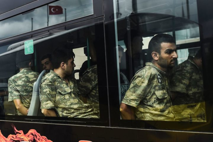2016-07-20 05:59:40 TOPSHOT - Detained Turkish soldiers who allegedly took part in a military coup arrive in a bus at the courthouse in Istanbul on July 20, 2016, following the military coup attempt of July 15. Turkish President Recep Tayyip Erdogan was today to chair a crunch security meeting in Ankara for the first time since the failed coup, with tens of thousands either detained or sacked from their jobs in a widening purge. / AFP PHOTO / BULENT KILIC