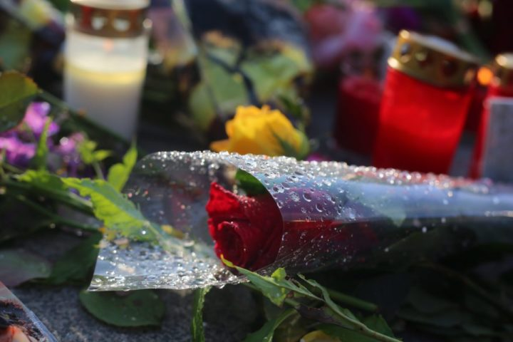 2016-07-24 00:00:00 epa05438704 Flowers lie in front of the Olympia shopping center (OEZ) which was the scene of a shooting spree in Munich, Germany, 24 July 2016. According to authorities, at least 10 people died, including the suspect, and 16 were hospitalized after a shooting spree at the Olympia shopping centre in Munich on 22 July 2016. Police on 23 July 2016 said it was a 'classical amok run' by an 18-year-old Munich-born young man. EPA/KARL-JOSEF HILDENBRAND