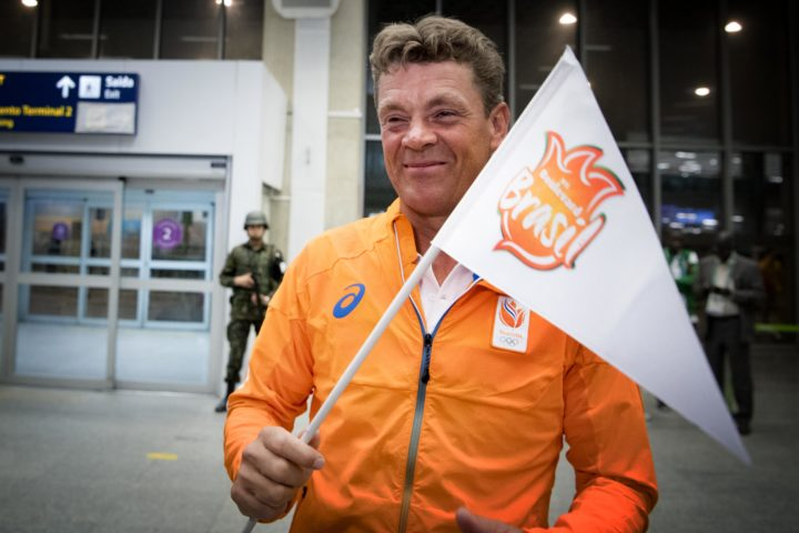 2016-08-04 23:29:46 RIO DE JANEIRO - Springruiter Jeroen Dubbeldam komt aan op het vliegveld in Rio de Janeiro. Dubbeldam zal tijdens de opening van de Olympische Spelen de vlag van het Nederlandse team dragen. ANP ROBIN UTRECHT