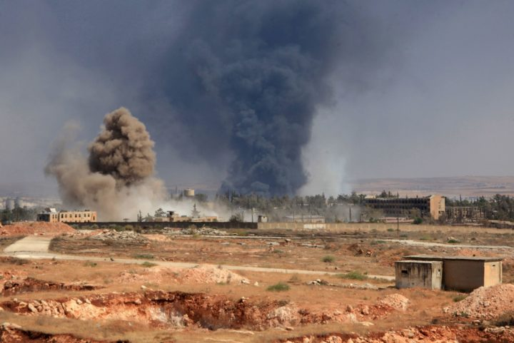 "2016-08-18 14:09:18 Smoke billows following air strikes by regime forces on rebel positions during intense fighting in Aleppo on August 18, 2016. Southern Aleppo has been the scene of intense fighting since July 31, when the ""Army of Conquest"" alliance launched a major offensive to break a regime siege of opposition-controlled districts in the city's east. / AFP PHOTO / GEORGE OURFALIAN"