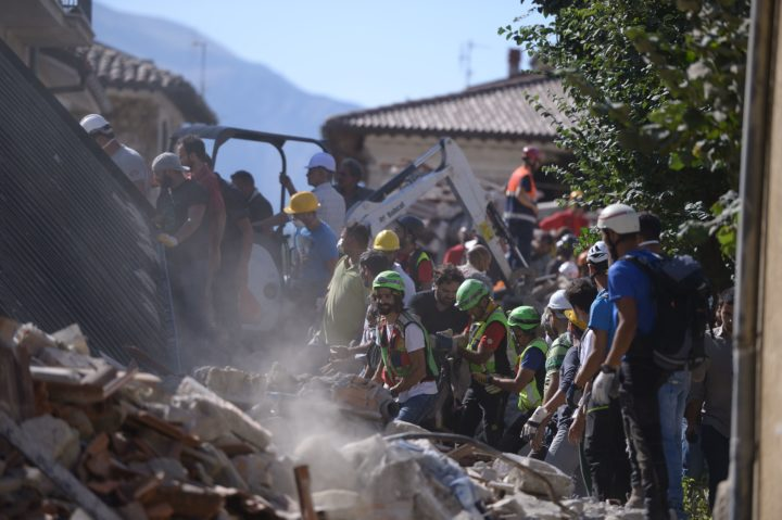 2016-08-24 16:16:46 Aiders work on August 24, 2016 after a strong earthquake hit Amatrice. A powerful pre-dawn earthquake devastated mountain villages in central Italy, leaving at least 73 people dead, dozens more injured or trapped under the rubble and thousands temporarily homeless. Scores of buildings were reduced to dusty piles of masonry in communities close to the epicentre of the pre-dawn quake, which had a magnitude of between 6.0 and 6.2, according to monitors. / AFP PHOTO / FILIPPO MONTEFORTE