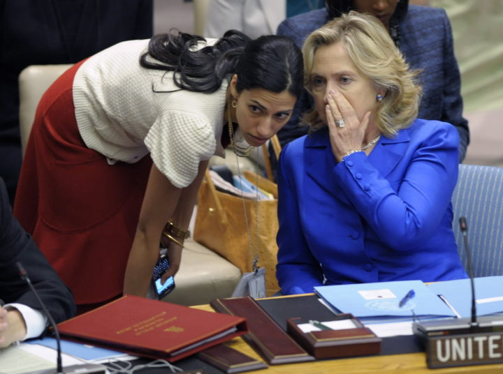 2010-09-23 14:15:51 epa02354303 US Secretary of State Hillary Clinton (R) confers with her Deputy Chief of Staff Huma Abedin before a Security Council meeting during the opening day of the general debate at the 65th session of the General Assembly at United Nations headquarters in New York, USA, 23 September 2010. The General Debate of the General Assembly is the annual meeting of the UN's one principal organ in which all members have equal representation. EPA/PETER FOLEY