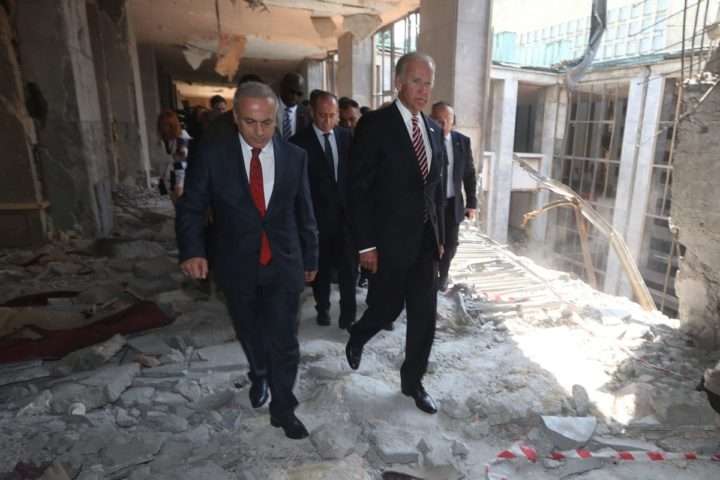 2016-08-24 13:24:03 epa05508449 U.S Vice President Joe Biden (R) visits a destroyed part of the Turkish Parliament in Ankara, Turkey, 24 August 2016. Biden is on a one day visit to Turkey during which it is expected that the extradition of Fethullah Gulen will be one of the main topics. Turkey had requested the extradition of Gulen, whom they believe is the mastermind behind a failed coup on 15 July. EPA/STR