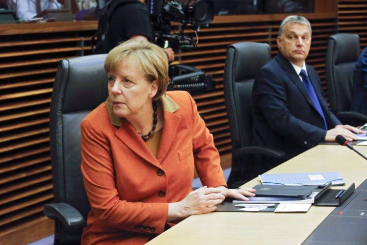 2015-10-25 17:26:31 epa04995257 Germany Chancellor Angela Merkel (L) and Hungarian Prime Minister Viktor Orban (R) at the start of a small summit of leaders to discuss refugee flows along the Western Balkans route, at EU Commission headquarters in Brussels, Belgium, 25 October 2015. President Juncker convened the leaders of the countries concerned and most affected by the emergency situation along the Western Balkans route. The aim of the summit is to improve cooperation and step up consultation between the countries along the route and decide on pragmatic operational measures that can be implemented immediately to tackle the refugee crisis in that region. EPA/OLIVIER HOSLET