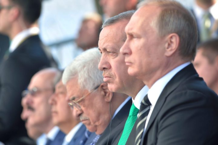 2015-09-23 12:05:29 epa04944706 Russian President Vladimir Putin (R), Turkish President Recep Tayyip Erdogan (2-R), and Palestinian President Mahmoud Abbas (3-R) attend the ceremonial opening of the Moscow Sobornaya Mosque in Moscow, Russia, 23 September 2015. The Mosque will be officially opened 23 September after it was demolished four years ago and rebuilt to now hold an estimated 10'000 worshippers. EPA/ALEXEI DRUGINYN / RIA NOVOSTI / KREMLIN POOL MANDATORY CREDIT