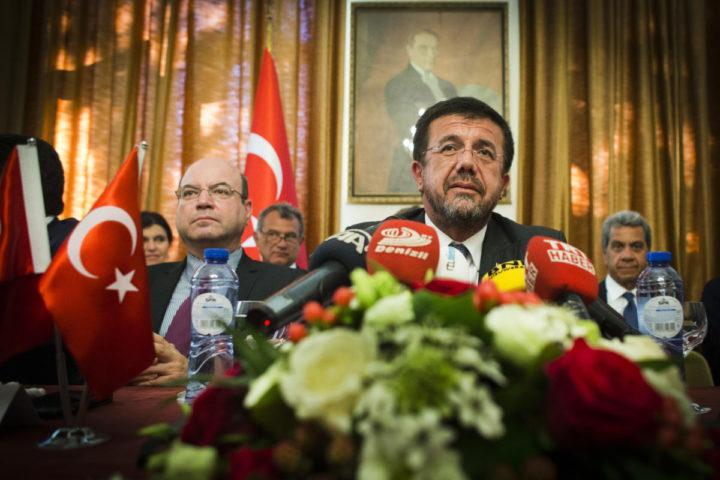 2016-08-23 15:43:55 DEN HAAG - Turkse minister Nihat Zeybekci van Economische Zaken tijdens een persconferentie op de Turkse ambassade. ANP EVERT-JAN DANIELS